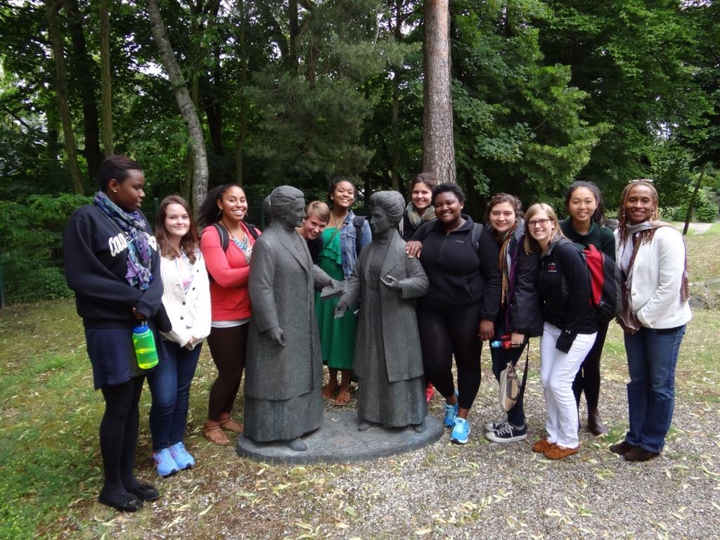 Heidi & the 2014 FemGeniuses in Berlin with Cassandra Ellerbe-Dück at the Clara-Zetkin Museum in Birkenwerder (Germany)